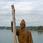 Uhldingen am Bodensee - »Pfahlbauten-Bewohner« am Schiffsanleger (1) thumbnail