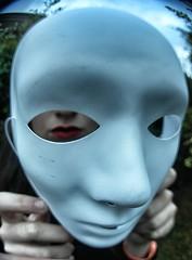 (*Naig*) Tags: girls red portrait white garden model mask sister lips bianco ritratto giuliana appearance maschera giardino apparenza sorella labbra descrizione