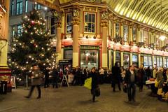 Christmas Rush (ho_hokus) Tags: christmas uk england london pub leadenhallmarket unitedkingdom christmastree christmasdecorations x20 2013 thelambtavern fujix20 fujifilmx20