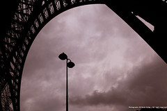 Paris - Tour Eiffel (deniscalise) Tags: paris france noir ledefrance tour eiffel et blanc monumentoutdoor