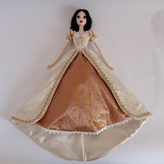 Dressing My Snow White LE 17'' Doll in Wedding Rapunzel's Outfit - Wearing the Wedding Dress - Lying Down - Full Front View (drj1828) Tags: wedding gold bride doll ivory snowwhite rapunzel purchase limitededition outfits disneystore 17inch swapping snowwhiteandthesevendwarfs redressing tangledeverafter
