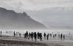Humanos en domingo (J. Alberto Snchez) Tags: contraluz mar agua nikon playas asturies sango d5000 alsango asturias092011
