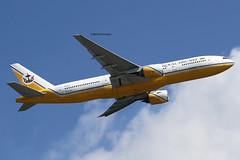 Royal Brunei Airlines (BI/RBA) / 777-212ER / V8-BLA / 07-24-2011 / HKG (Mohit Purswani) Tags: canon hongkong aircraft aviation airplanes 7d planes airlines departure takeoff 777 bi hkg 100400mm canon100400 clk widebody planespotting boeing777 772 cheklapkok rba bandarseribegawan hkia hongkongsar 777200 100400 25l 777200er hongkonginternationalairport boeing777200 cheklapkokairport 772er jetphotosnet jetphotos vhhh royalbruneiairlines boeing777200er canon7d b77e widebodyaircraft 7dphotography canon7dphotography ahkgap
