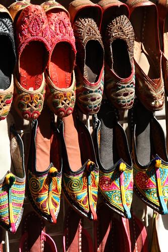 orientalische Schuhe auf dem Markt
