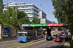 Langsam befährt der P-Zug die Chiemgau-Unterführung (Frederik Buchleitner) Tags: 2005 museum munich münchen tram shuttle streetcar 3004 mvg trambahn pwagen fmtm linie7 strasenbahn mvgmuseum museumslinie freundedesmünchnertrambahnmuseums