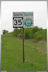 Great River Road Sign (uslovig) Tags: great river road wisconsin wi usa vereinigte staaten von amerkia united states america green grün baum tree bäume trees mississippi flus schild sign south süd 35