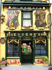 """Allegra and little Bubbly wish you many Irish blessings 🍀 from McNamara's Pub! (In Ireland, kids are welcome) """"May your troubles be less and your blessings be more. Let nothing but happiness come through your door.""""  Happy St Patrick's Da"""