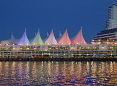 Canada Place (Erika+Manfred) Tags: vancouver canada wasser pier stadt cruisecenter canadaplace britishcolumbia kanada sunset bluehour blauestunde