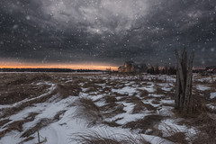 Morning flurries (Alec_Hickman) Tags: outdoor landscape beach sea ocean frozen snow winter house sunlight sunrise flurries clouds cold grass colors canada newbrunswick