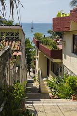 Ixtapa Zihuatanejo (Sýnthes!s Fotografía) Tags: photosynthesis callejones mar playa nikonista zihua costeño zanca100 pueblos casas oceanview ixtapa zihuatanejo
