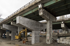 20170329. New and old bents (support columns with horizontal caps) stand side by side at a Gardiner Expressway off-ramp. (Vik Pahwa Photography) Tags: vikpahwacom vikpahwaphotography toronto gardiner expressway highway freeway totransportation transportationservices ramp offramp cityoftoronto infrastructure roads construction concrete simcoeramp yorkbayyongeofframp waterfrontbia demolition