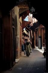 Clair-obscur dans la médina Meknès (Olivier Simard Photographie) Tags: maroc morocco africa maghreb northafrica meknès meknes villeimpériale femme djellaba foulard imperialcity woman scarf mknas moulayismail berbère berber scénederue candidshot medina médina elhédim afrique prisesurlevif photographiederue takenfromlife streetphotography streetscene niqab placeelhédime islam musulmane tradition religion voile salafisme photoderue hijab muslimwomen femmemusulmane wife elhedim muslim veil salafism streetphoto muslimwoman clairobscur allée chiaroscuro alley