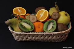 Frutta (veronicarivituso) Tags: frutta fruit kiwi banana arancia orange mela apple mandarin mandarino natura nature foto photo passione passion