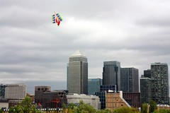 Boat Kite over Canary Wharf 3 (Mr Moss) Tags: kite wind canarywharf rotherhithe stavehill boatkite russiadock
