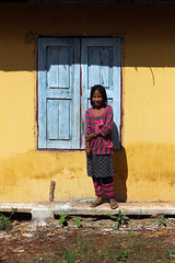 Yellow wall (10b travelling) Tags: girl yellow wall asian asia asien southeastasia child burma shutter myanmar asie southeast burmese birma mandalay indochine birmanie 2011 pyinoolwin pyinulwin maymyo peopleset  carstentenbrink
