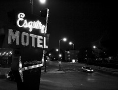 Esquire Motel (chicagostrong) Tags: street white chicago black cars sign night neon streetlights motel arrow cheap lipton