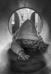 Parecidos (¿Pero qué haces ahí?) (noldor12) Tags: retrato bn bizkaia barakaldo aroa tamron1750 barriozuazoarteagabeitia 52fotos52tuits 52ftparecidos