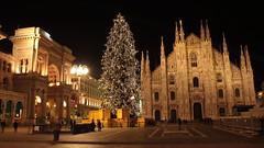 Piazza Duomo by night (Rakel Reds) Tags: christmas city longexposure italy tree night dark geotagged lights italia place nightshot milano bynight piazza duomo galleria piazzaduomo straightoutofthecamera wttw sooc twtme