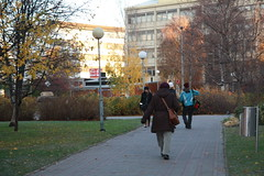 A park view in Oulu (RundgrenR) Tags: park city autumn fall oulu puisto syksy rakennus kvelij rundgrenr