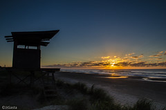 Parada 4 (jigasta) Tags: costa beach brasil sunrise uruguay sand waves playa lifeguard arena amanecer frontera frontier chuy garita barradechuy guardavida parada4
