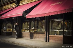 All the time in the world (zolaczakl ( 2.5 million views, thanks everyone)) Tags: bath february 2017 fujix100s photographybyjeremyfennell uk cityscenes england southwest bridgest figure people shopwindow awning streetscenes mallory jeweller