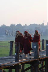 30099829 (wolfgangkaehler) Tags: 2017 asia asian southeastasia myanmar burma burmese mandalay ubeinbridge lake earlymorning earlymornings earlymorninglight wooden woodenarchitecture woodenbridge taungthamanlake amarapura teak teakwood people person walking buddhistmonks