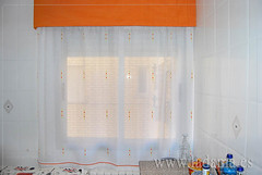 "Cortinas de cocina naranjas con bando • <a style=""font-size:0.8em;"" href=""https://www.flickr.com/photos/67662386@N08/9191896345/"" target=""_blank"">View on Flickr</a>"
