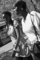 De paseo (Eduardo Chibs) Tags: barcelona urban blackandwhite bw blancoynegro candid bcn streetphotography stare urbano lasramblas mirada ramblas mirando candidportrait