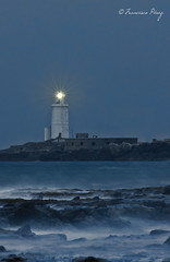 Una luz en la noche. (Francisco J. Prez.) Tags: naturaleza nature mar spain paisaje nocturnas cdiz tarifa teleobjetivo pentaxart pentaxk5 franciscojprez sigma70200f28hsmll