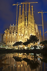 Sagrada Famlia (Jon Asay ) Tags: barcelona familia night spain cathedral basilica gaudi minor sagrada antoni
