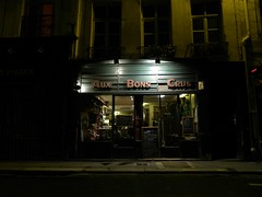 Paris - Aux Bons Crus - (Smoke-Head Photography) Tags: shadow paris bar night restaurant cafe nikon ombre lumiere nuit troquet