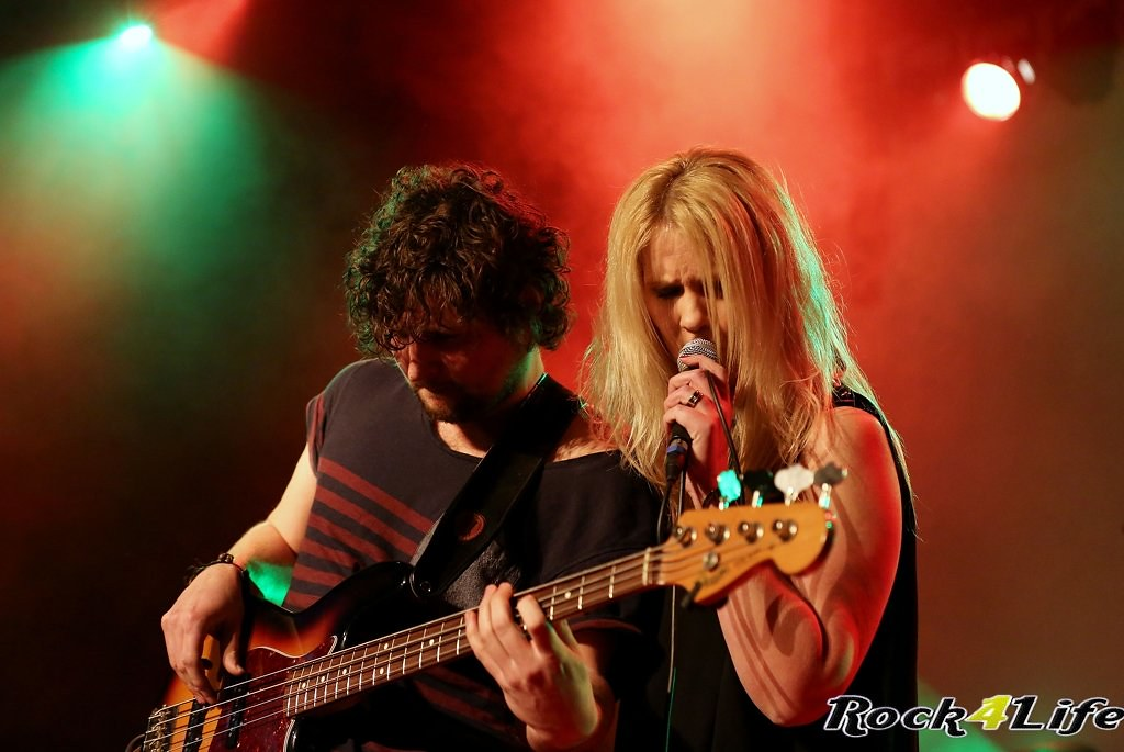 Tribute Rocknight        08-02-2014          U2 & Anouk (28)
