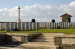 Vaulx Hill Cemetery, Vaulx-Vraucourt (Paul - Military History) Tags: france cemetery soldier war worldwarone ww1 nordpasdecalais firstworldwar nord pasdecalais 19141918 cwgc crossofsacrifice lagrandeguerre vaulxhillcemetery vaulxvraucourt