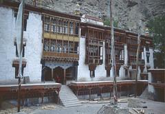 Indien: Ladakh 1997 (patrikmloeff) Tags: world india mountains analog montagne minolta indian buddhism berge 1997 analogue monde leh indien ladakh inde welt northindia jammukashmir buddhismus jammuandkashmir indisch littletibet indedunord nordindien jammuundkashmir