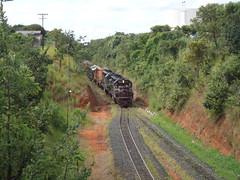 16711 DDM45 #840 + 856 + BB40-2 #8126 chegando com trem C545 de Uberaba, em Uberlndia MG      (1) (Johannes J. Smit) Tags: brasil vale trens fca efvm