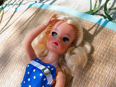 Sindy by Beach! (Helena / Funny Bunny) Tags: beach toy doll blonde pedigree sindy funnybunny lovelylively