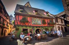 Riquewihr / Street Cafe (svenpetersen1965) Tags: street house restaurant cafe alsace frame hdr elsass riquewihr 3px reichenweier
