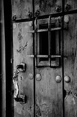 Hierro y Madera | Wood and Iron (puesyomismo) Tags: door white black blanco reja us wooden puerta madera gate key iron closed all time lock negro bald oxido pomo cerrado knob llave cerradura tiempo oxide hierro xpress calvos allxpressus remeches