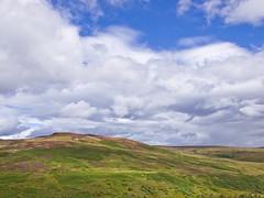 Hgelig (~janne) Tags: greatbritain sea water see scotland wasser europa europe day cloudy olympus berge environment zuiko lochlomond schottland westhighlandway umwelt whw conichill gewsser 1442mm e520 grosbritannien