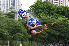 a twist in the air (Elf-Y) Tags: ski sports water canon singapore zoom cable 100400 cableski 1dmk3