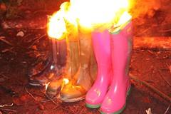 w3 (sim_hom) Tags: burning wellies