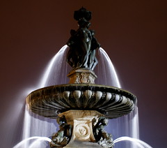 Changez tout (Telline de mer) Tags: france night flickr bordeaux fontaine nuit notte placedelabourse
