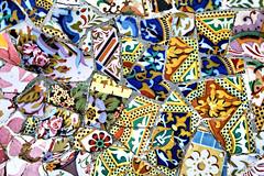 PARQUE GÜELL, BARCELONA (toyaguerrero) Tags: architecture spain arquitectura catalonia tiles gaudí modernismo cataluña trencadis maríavictoriaguerrerocatalán toyaguerrero maríavictoriaguerrerocatalántrujiillana thecoolschoolblog