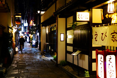 Hozenji Yokocho (法善寺横丁) (どこでもいっしょ) Tags: bike japan night 35mm lights alley streetphotography 大阪 日本 osaka fullframe hozenjiyokocho 法善寺横丁 sonyrx1 sonydscrx1 sonycybershotrx1