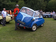 BMW  Isetta 250 - 1955-6  ('59 reg) (Lawrence Peregrine-Trousers) Tags: show bridge classic cars car vintage weekend w sunday iso bubble hebden isetta 2015 ffffffffff