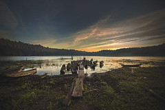 TAMBLINGAN LAKE BOATS (K3v.) Tags: bali lake sunrise boats traditional tamblingan