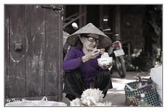 SHF_4640_Portrait (Tuan Râu) Tags: 1dmarkiii 14mm 100mm 135mm 1d 1dx 2470mm 2470 50mm 70200mm canon canon1d canoneos1dmarkiii canoneos1dx chândung portrait bw black blackandwhite white women đentrắng đen đenvàtrắng trắng đườnglâm làng nónlá