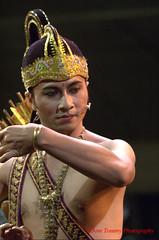 let them come (tomzcafe) Tags: indonesia singapore esplanade rama javanesedance nikkor852