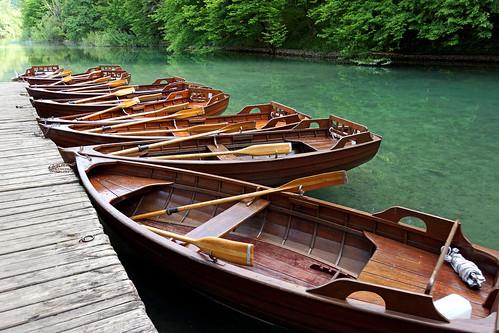flowers reflection forest boats wooden nationalpark tour sony lakes free croatia row unesco waterfalls dennis jarvis insight iamcanadian freepicture plitvicelake dennisjarvis archer10 dennisgjarvis nex7 sel35f18 18200diiiivc