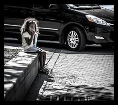Une petite collation (maoby) Tags: street city art history look digital children rouge lumix vent crazy nikon friend noir child montréal kodak explorer great elle olympus images ombre professional québec wikipedia top10 rue numérique jaz 75mm aubry jumelle youtube gf3 bobkurt